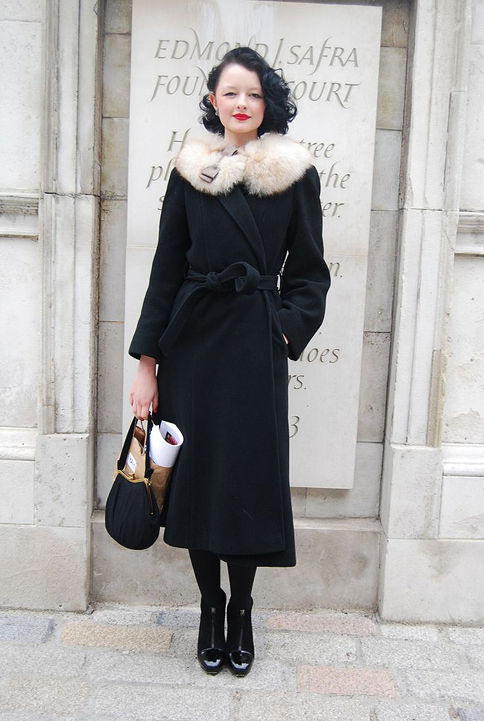 mode ann es 20 glamour on s 39 inspire de la mode des ann es 20 elle. Black Bedroom Furniture Sets. Home Design Ideas