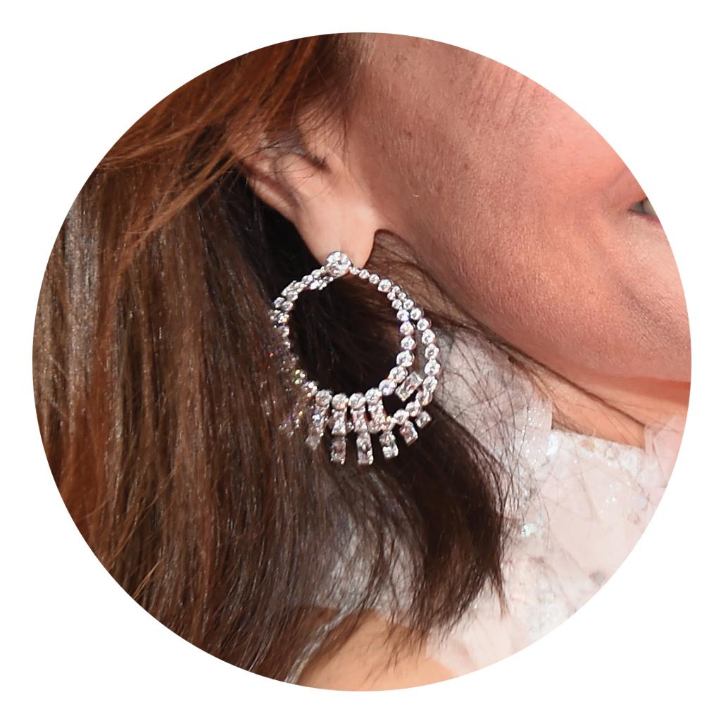 les boucles d oreilles chanel joaillerie de carole bouquet. Black Bedroom Furniture Sets. Home Design Ideas