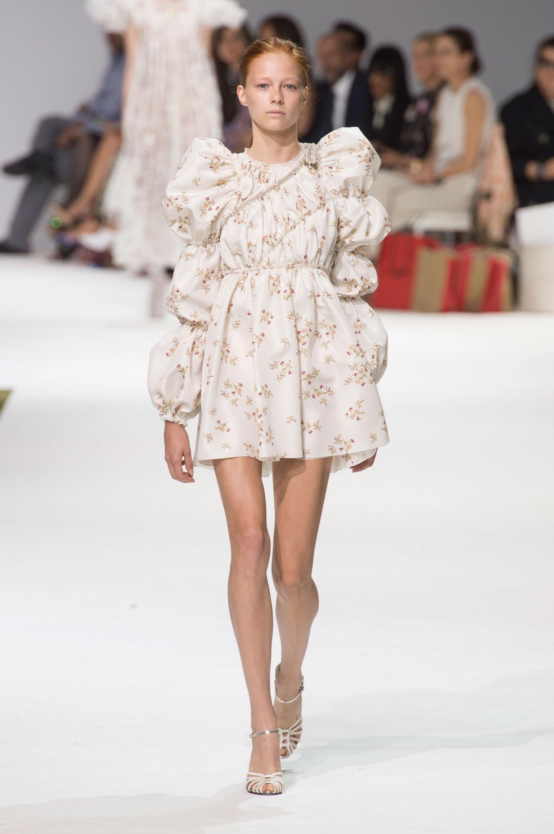 D fil giambattista valli haute couture automne hiver 2016 for Haute couture 2017