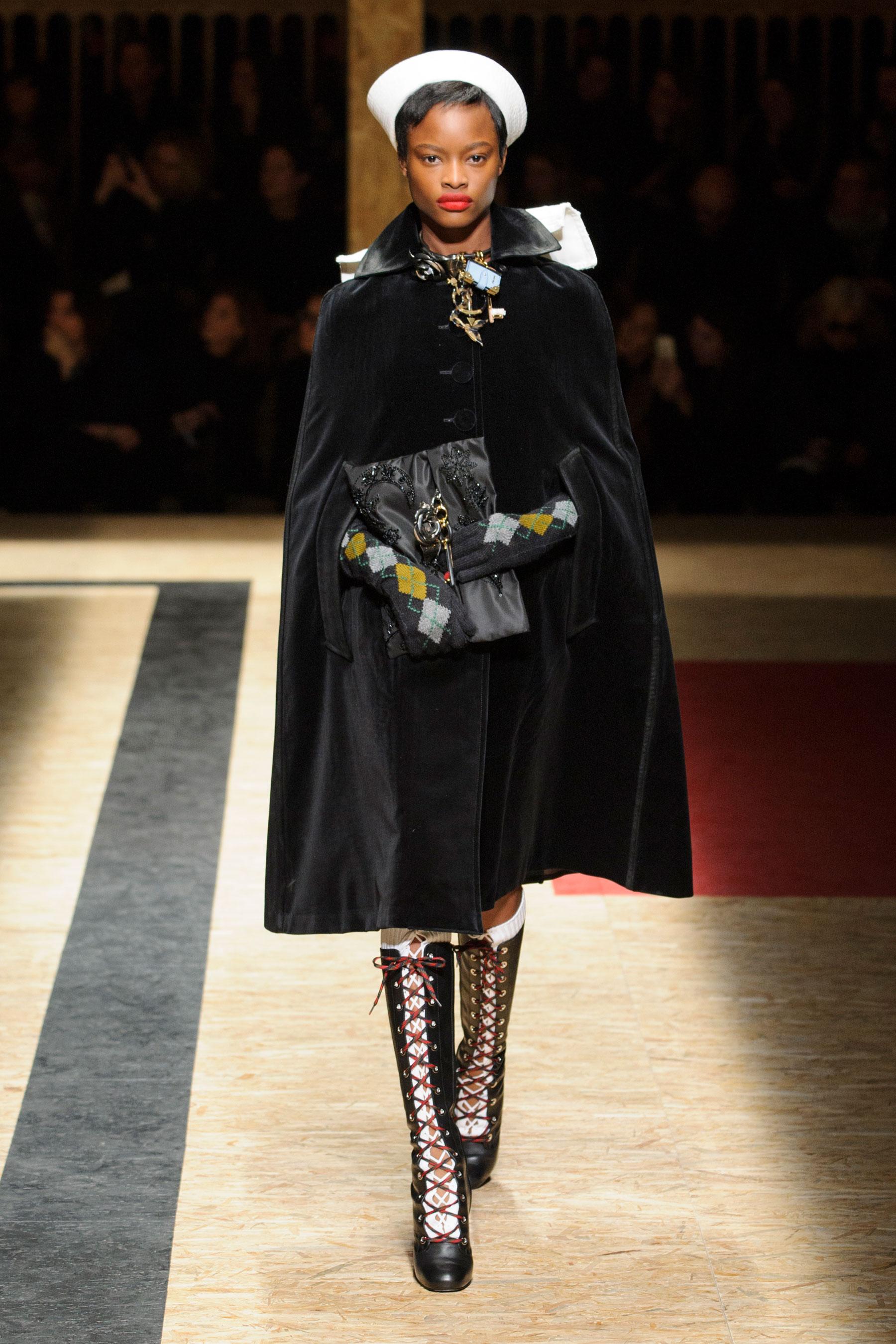 semaine de la mode milan automne hiver 2016 17 fashion week les meilleurs looks de la. Black Bedroom Furniture Sets. Home Design Ideas