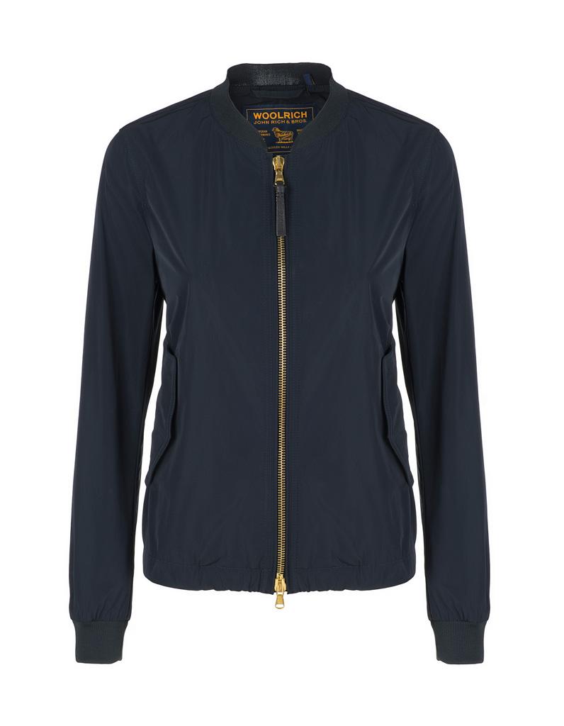 veste d t woolrich la veste d 39 t c 39 est le nouveau gilet elle. Black Bedroom Furniture Sets. Home Design Ideas