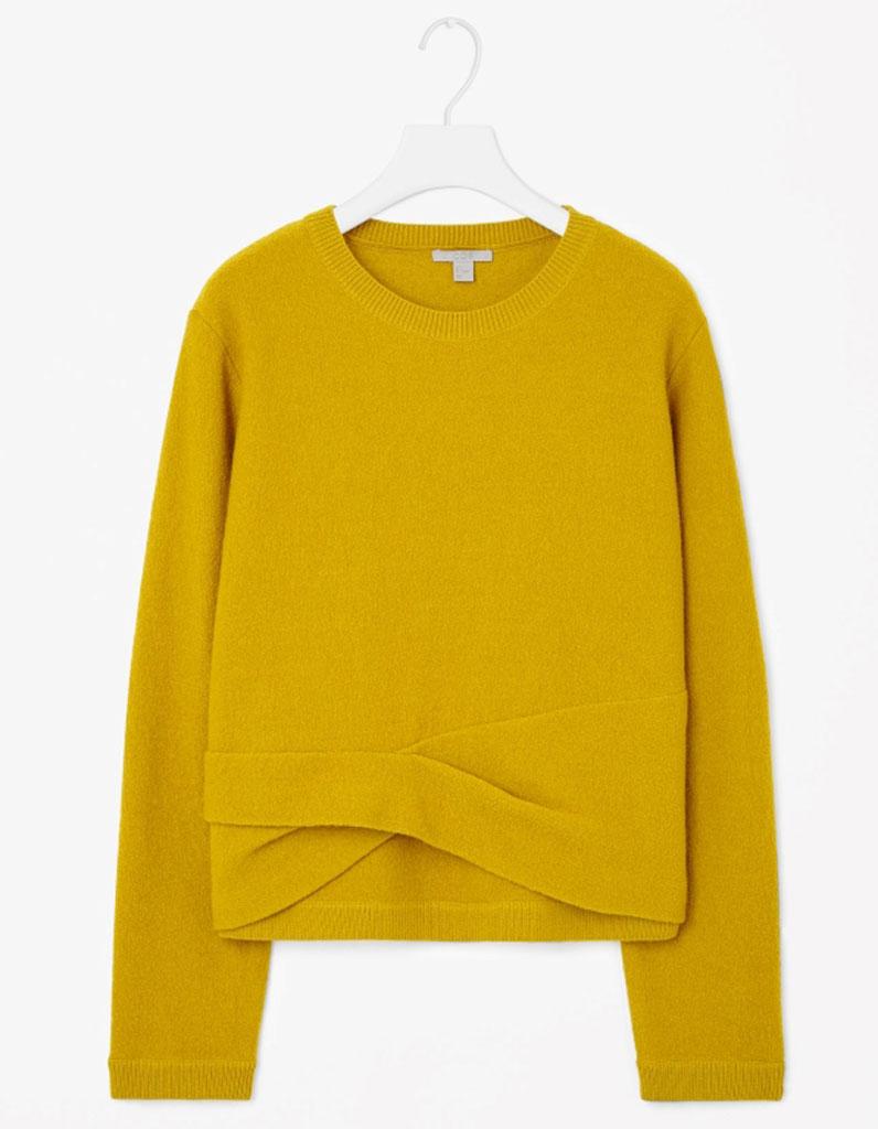 pull en laine jaune cos 30 pulls en laine pour tre au chaud tout l hiver elle. Black Bedroom Furniture Sets. Home Design Ideas