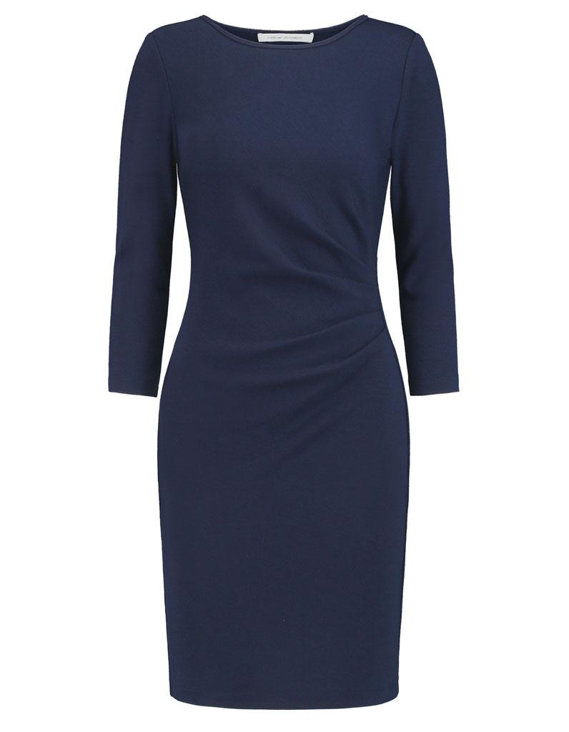 robe fourreau bleu marine 31 robes fourreau pour un retour sexy au bureau elle. Black Bedroom Furniture Sets. Home Design Ideas