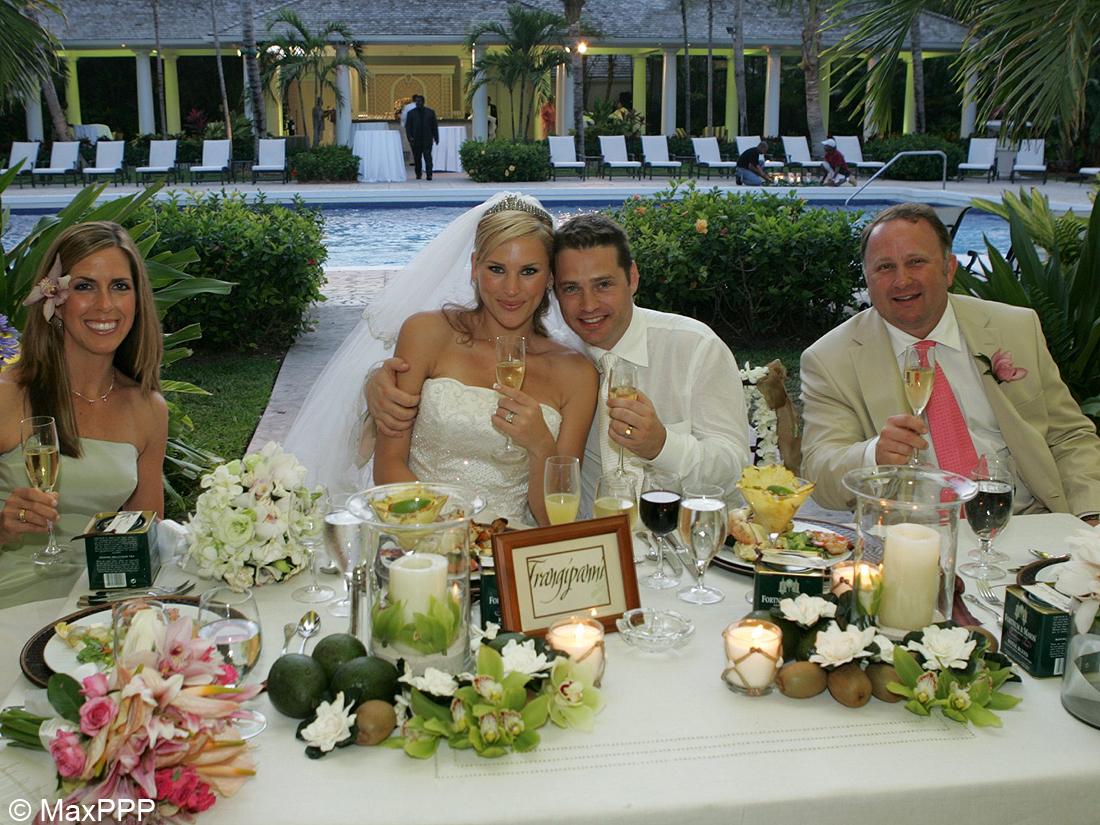 Le mariage de jason priestley et naomi lowde les meilleures photos de mariage de stars elle - Les photos de mariage ...