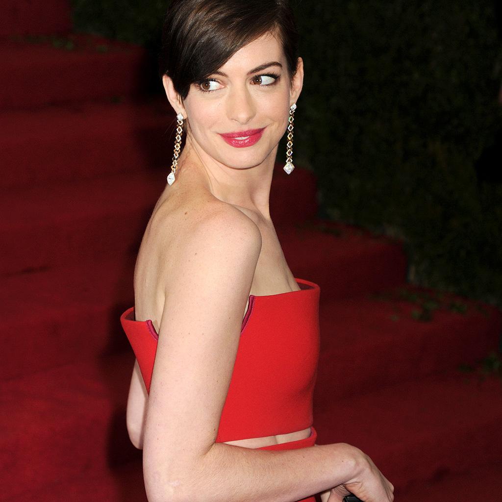Anne Hathaway Biography: Anne Hathaway « Longtemps Détruite » Par La Célébrité