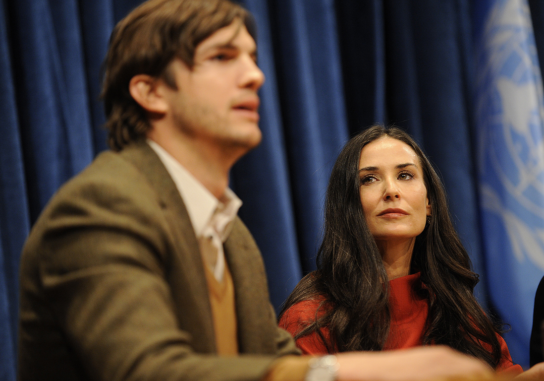 ashton kutcher et demi moore le divorce enfin elle. Black Bedroom Furniture Sets. Home Design Ideas