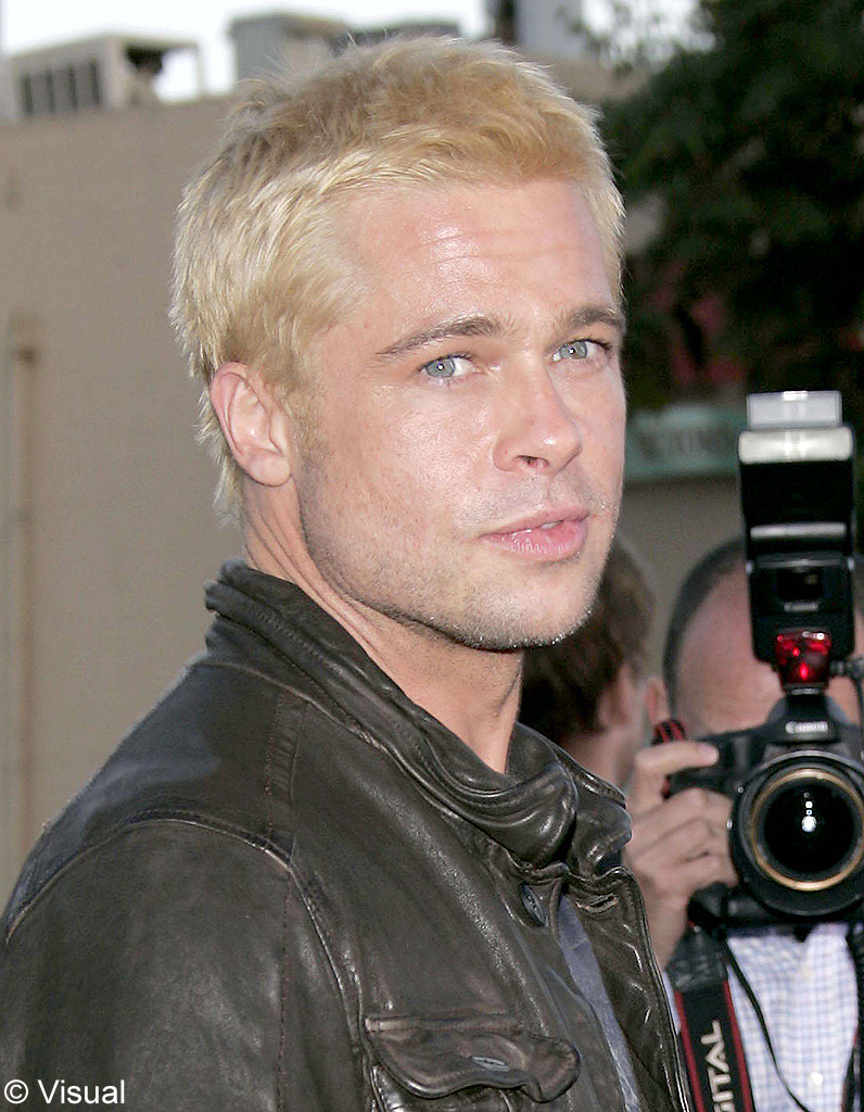 2005 en blond platine brad est so in brad pitt son cv capillaire elle. Black Bedroom Furniture Sets. Home Design Ideas