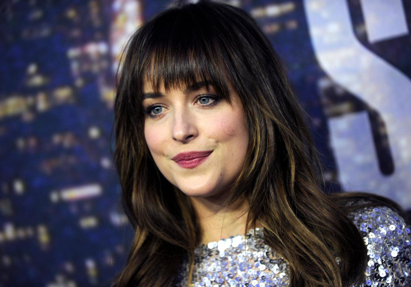 Dakota johnson son petit ami la quitte cause de 50 for Chambre 50 nuances de grey