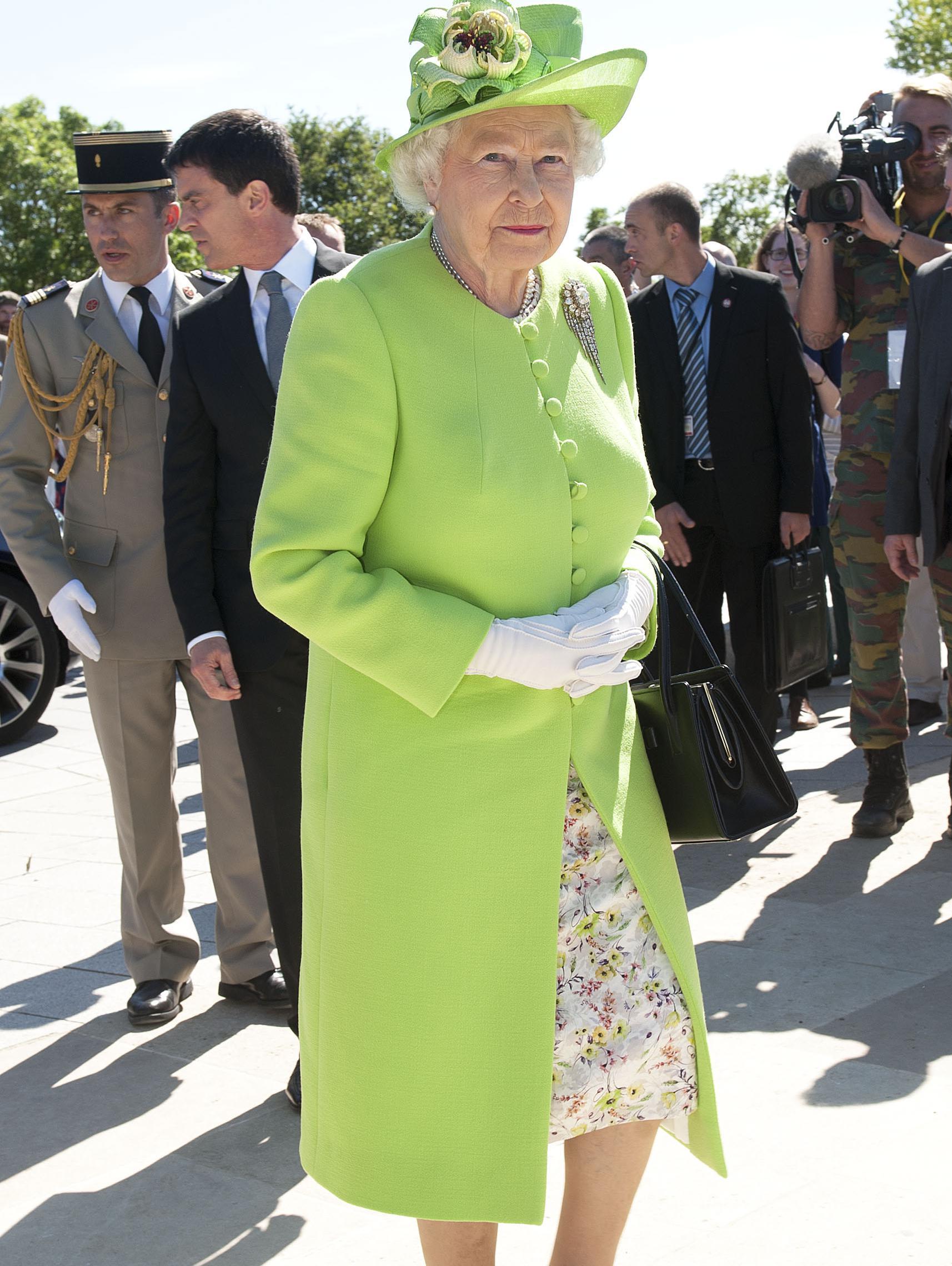 elizabeth ii paris toutes les photos de la visite d 39 etat de la reine d 39 angleterre elle. Black Bedroom Furniture Sets. Home Design Ideas