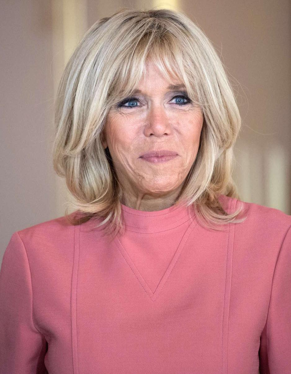 qui est donc le styliste de brigitte macron elle. Black Bedroom Furniture Sets. Home Design Ideas
