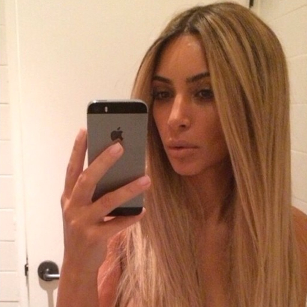 Outstanding Selfie Blonde Les 20 Selfies Les Plus Importants De Kim Hairstyles For Men Maxibearus