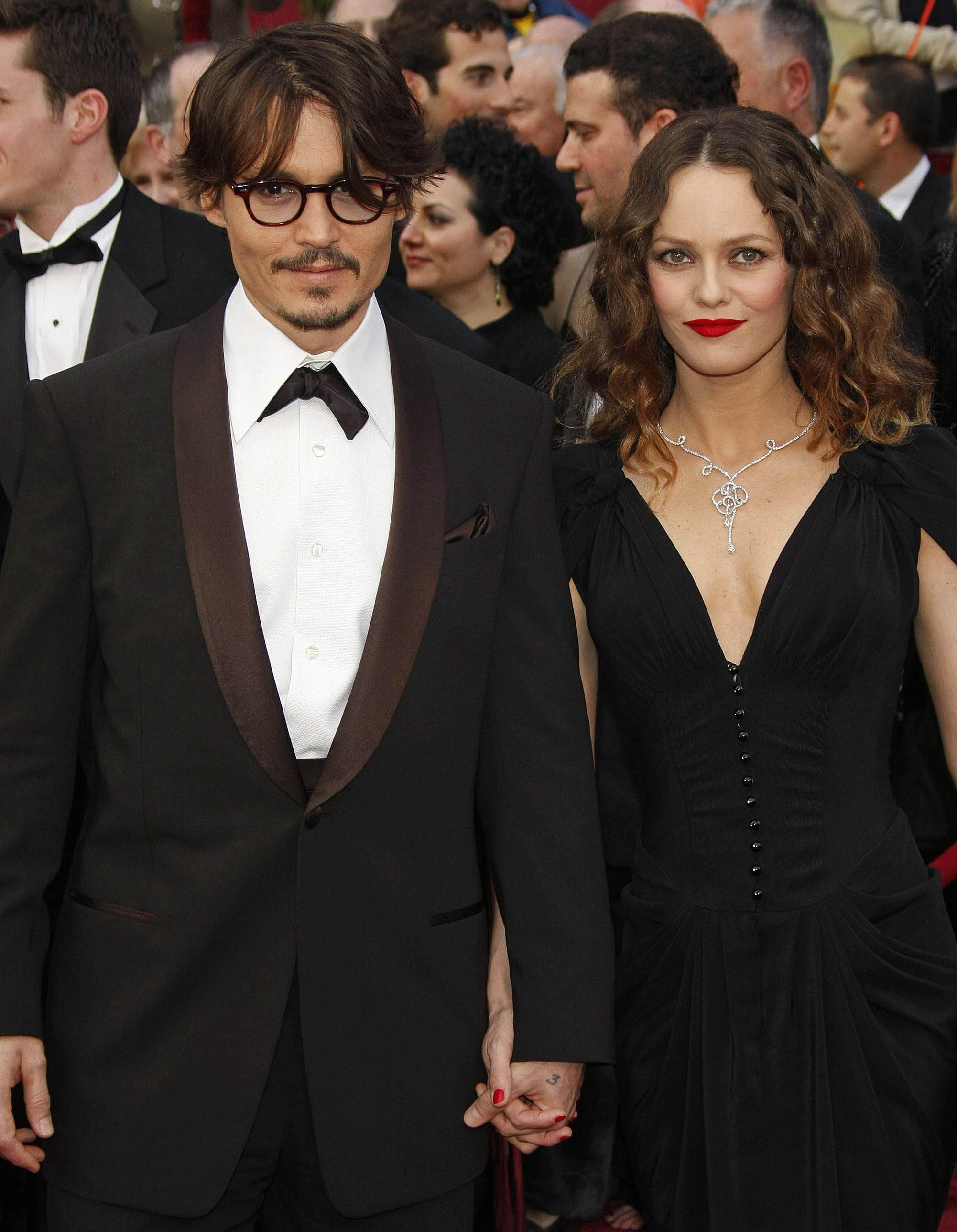 vanessa paradis en couple ses plus belles histoires d amour elle. Black Bedroom Furniture Sets. Home Design Ideas