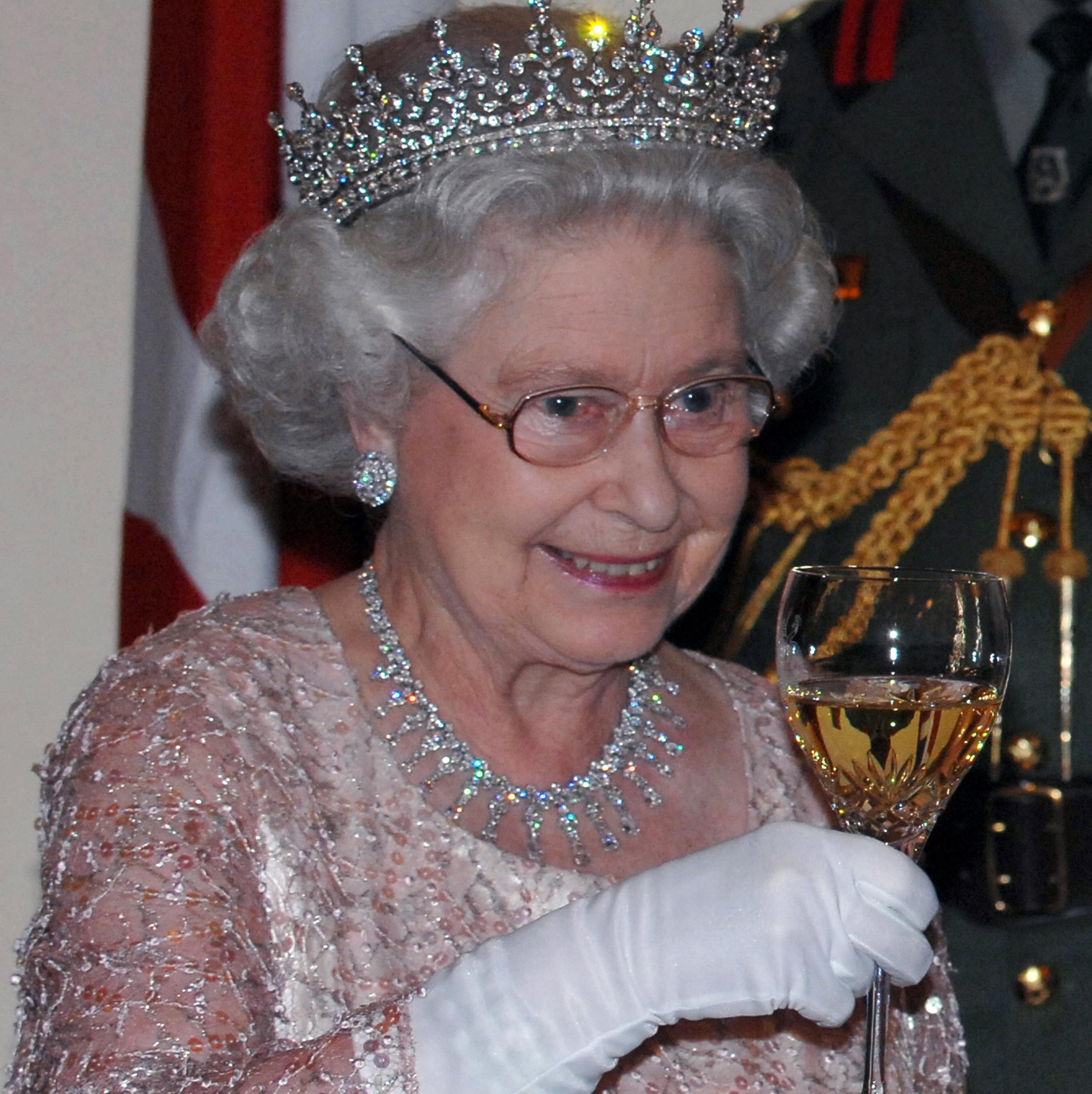 Bien connu Vous ne croirez pas quelle quantité d'alcool boit la reine d  IP66