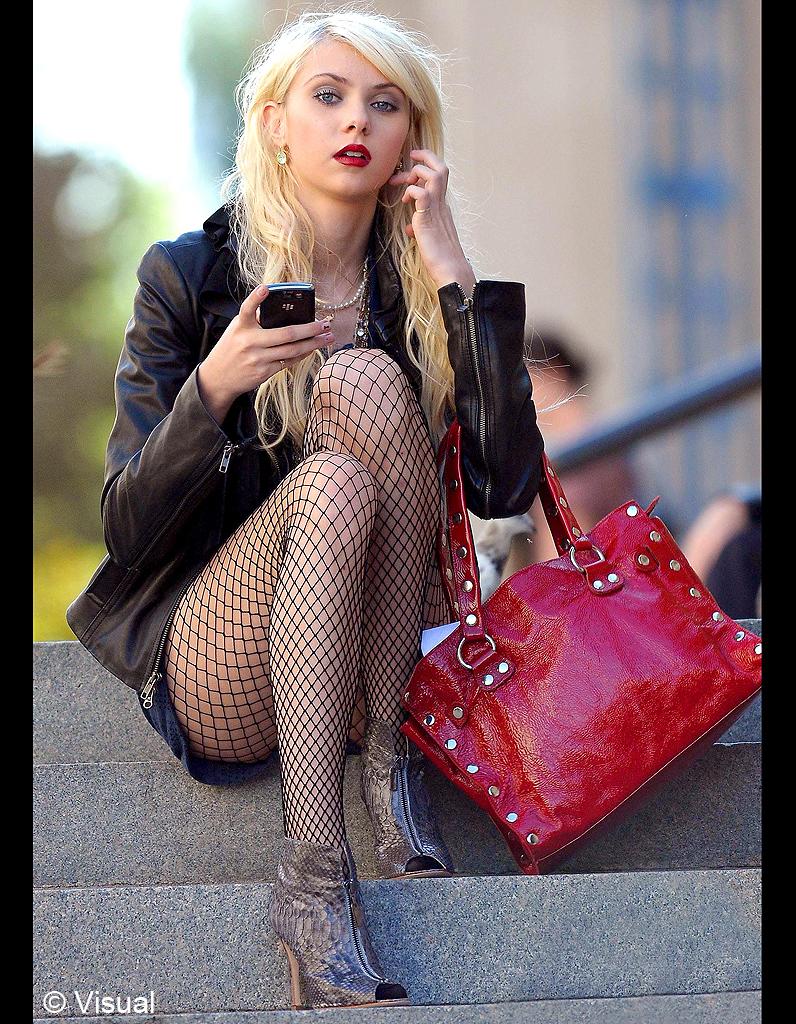 Jenny Humphrey et ses bas résille - « Gossip Girl » : les ... Taylor Momsen 2017