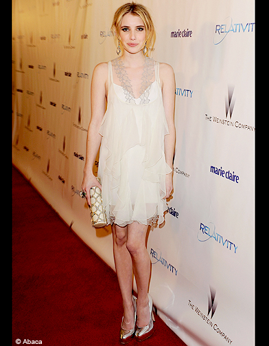 people tendance mode look robe blanche emma roberts la robe blanche d tr ne la petite robe. Black Bedroom Furniture Sets. Home Design Ideas