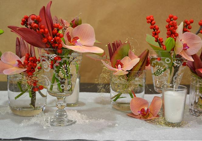 Etape 7 accessoiriser le chemin de table composition for Composition florale de table