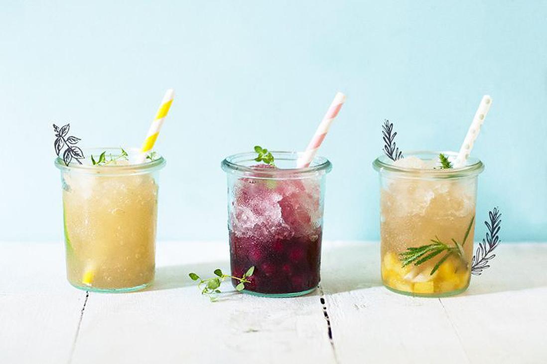 En ao t on sirote des cocktails de jus de fruit 12 for Cocktail jus de fruit