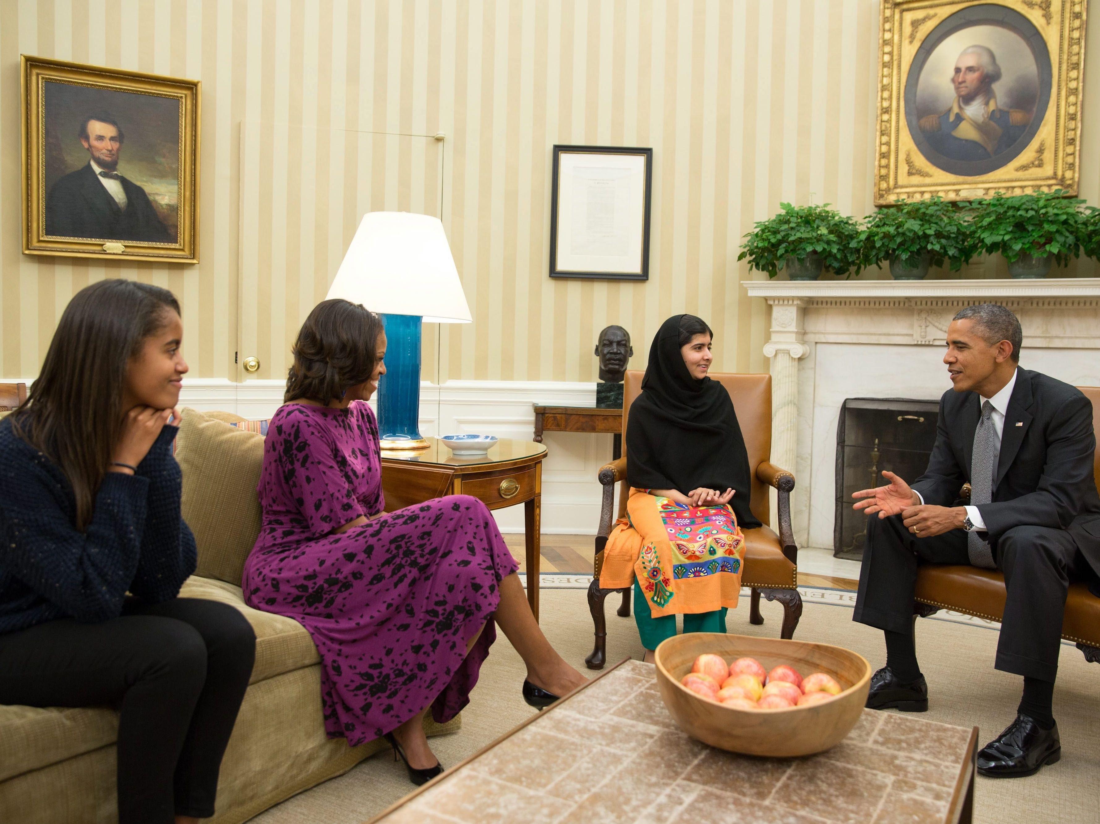 La famille obama re oit malala la maison blanche elle for A la maison blanche