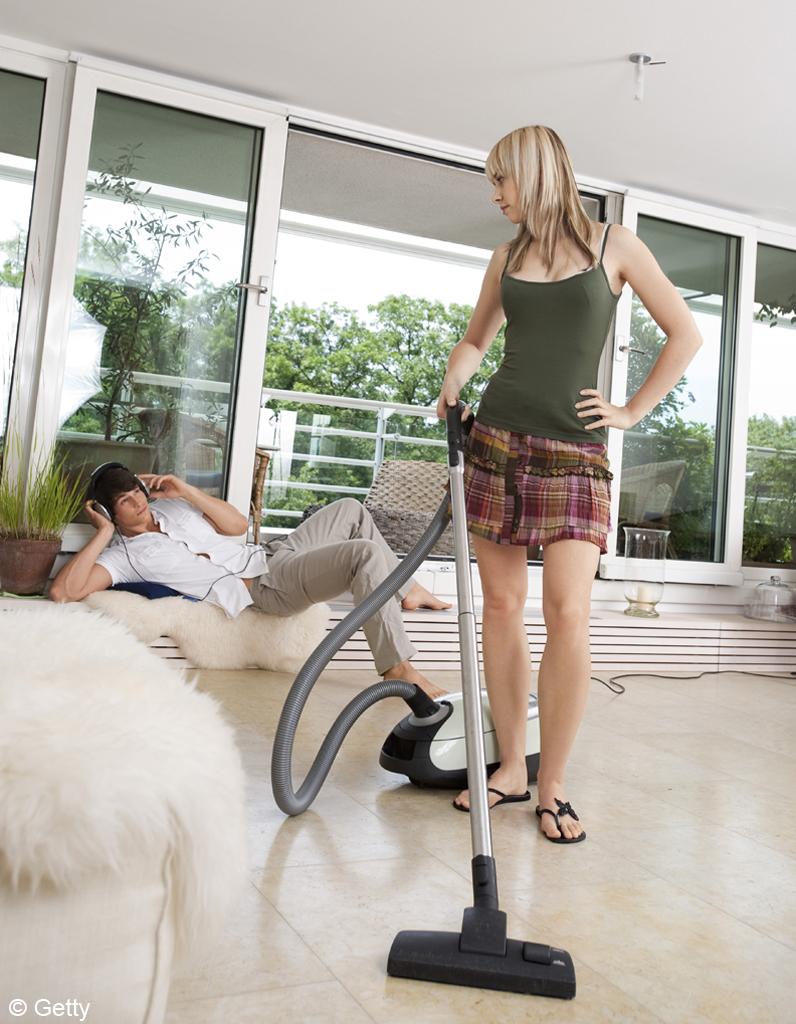 le travail domestique toujours r serv aux femmes elle. Black Bedroom Furniture Sets. Home Design Ideas