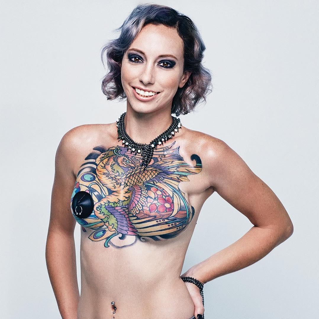 octobre rose des survivantes du cancer se r approprient leur corps avec des tatouages elle. Black Bedroom Furniture Sets. Home Design Ideas